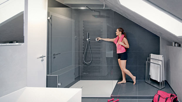 schlagwort kleines badezimmer die groe dusche ist perfekt in dem bereich mit der dachschrge platziert - Kleines Bad Grosse Dusche